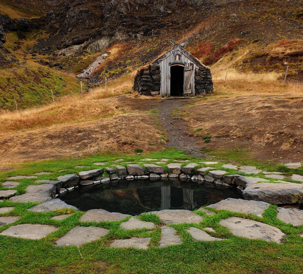 Island - Nordsland - Gudrunarlaug Hot Spring - heiße Quelle