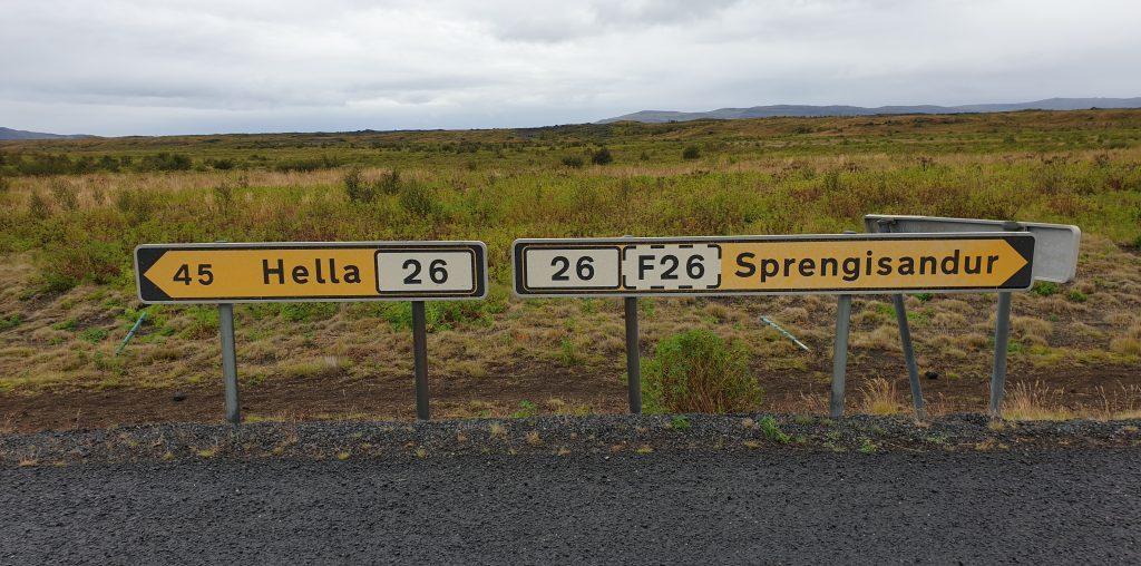 Island - Reisetipps - Schilder - Straßen