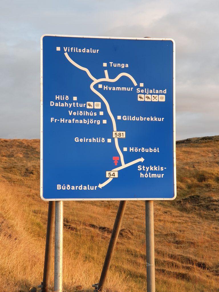Island - Reisetipps - Schilder - Farmen