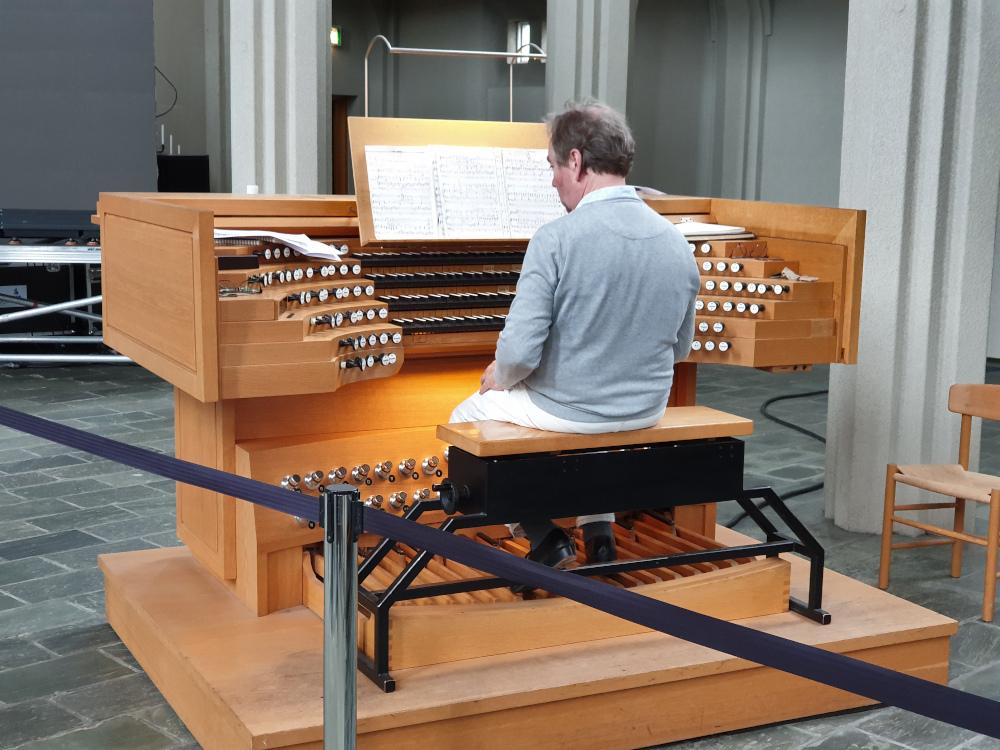 Island - Sehenswürdigkeiten Hauptstadtgebiet - Hallgrimskirche Orgelspieler