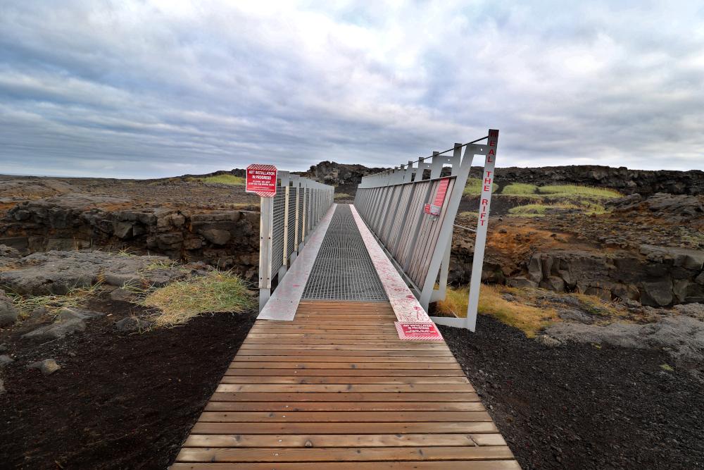 Island - Sehenswürdigkeiten Hauptstadtgebiet - Kontinentalplatten Brücke
