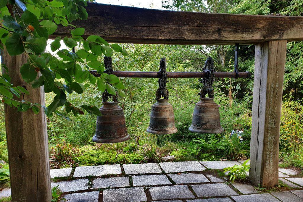 Deutschland - Wiesent - Nepal Himalaya Park - Glocken aus Myanmar