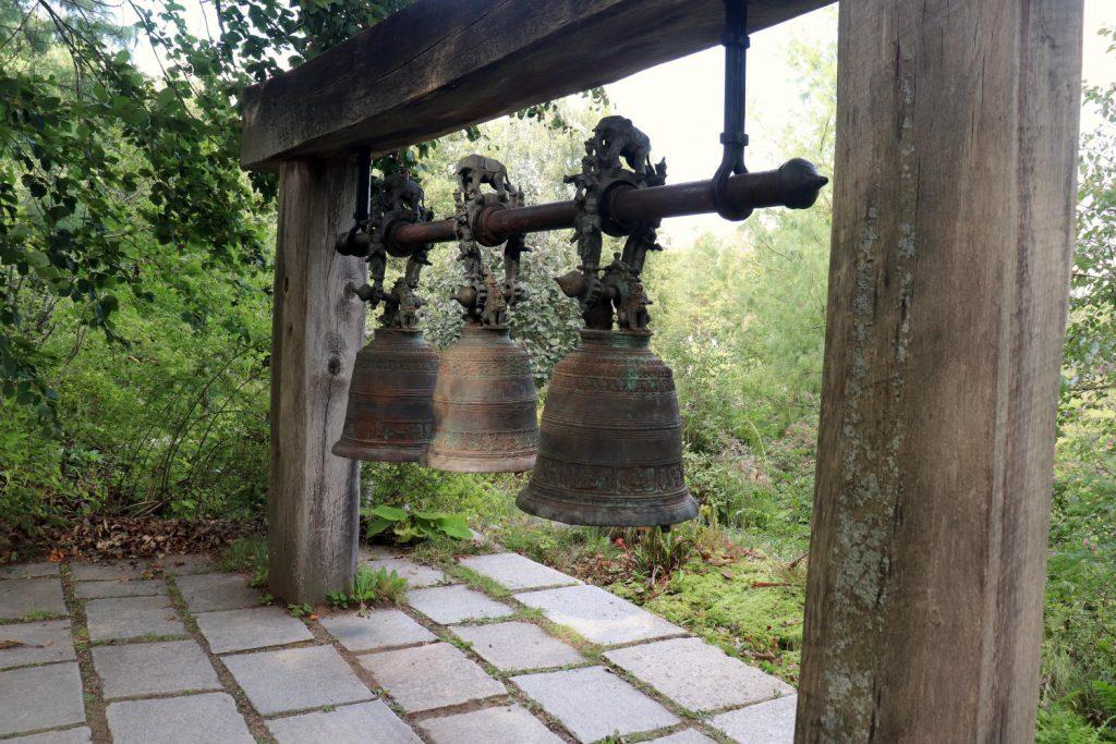 Deutschland - Wiesent - Nepal Himalaya Park - Glocken aus Myanmar 2