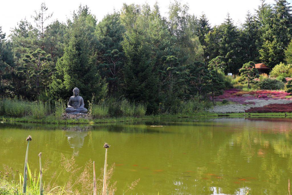 Deutschland - Wiesent - Nepal Himalaya Park - Heidegarten Buddha grosser See