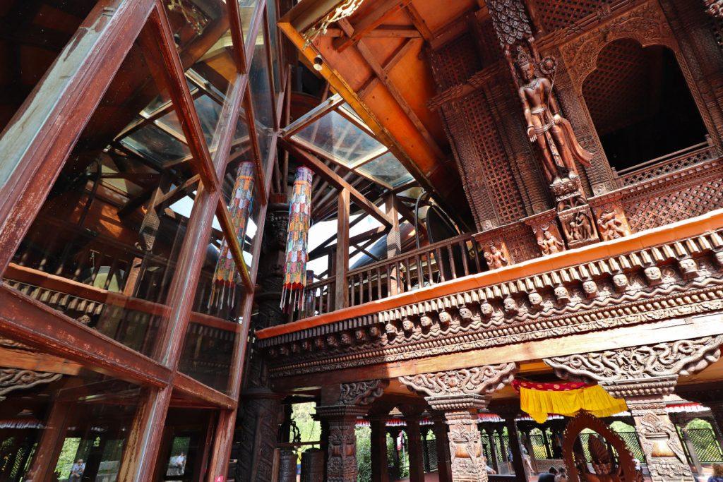 Deutschland - Wiesent - Nepal Himalaya Park - Pavillon innen obergeschoss